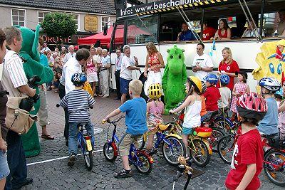 Die Bambinis machten den Anfang beim Radrennen gestern Abend in Buer